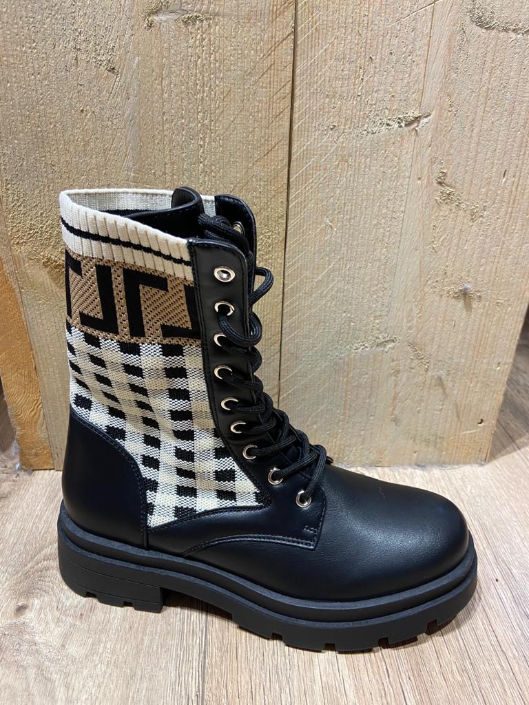 pied de poule boots