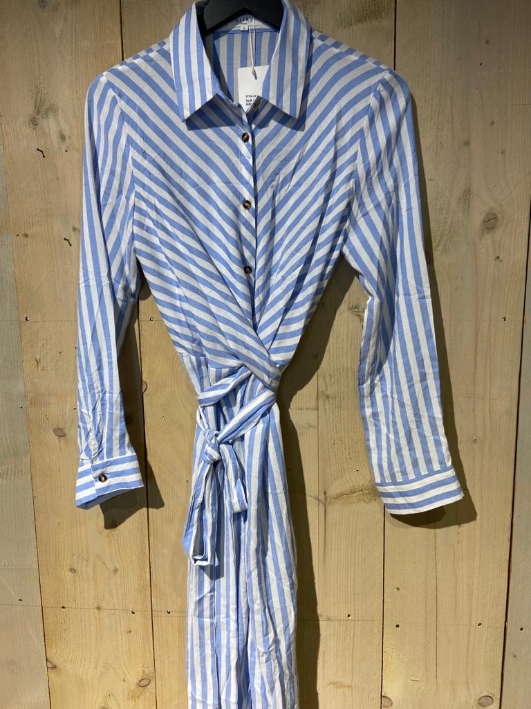 blauwe gestreepte jurk