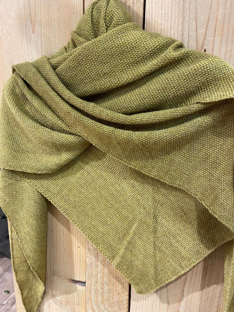 gebreide shawl olijfgroen